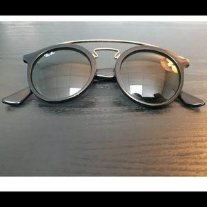Ray-Ban Black Retro Sunglasses Gatsby RB4256